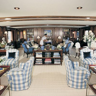 Virginian Yacht Lounge