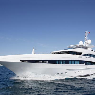 Inception Yacht Running Shot - Profile
