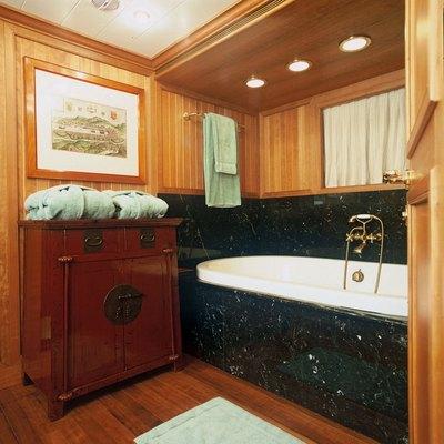 Bleu De Nimes Yacht Master Bathroom