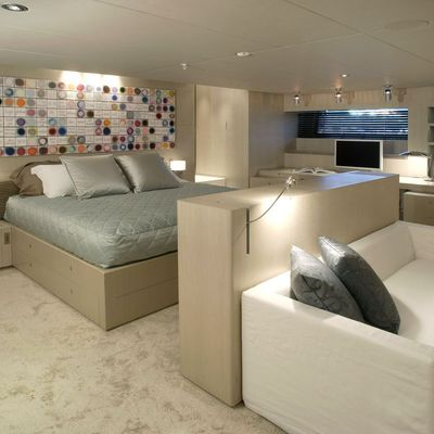 Red Dragon Yacht Master Stateroom - Seating