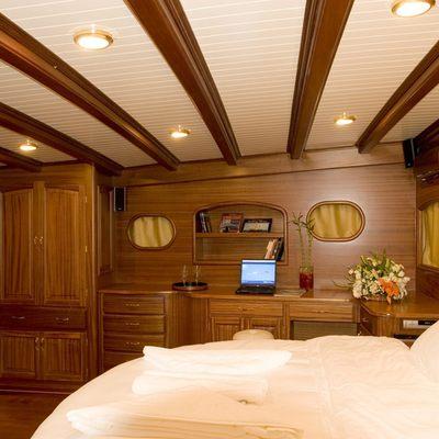 Take It Easier Yacht Master Stateroom - Desk