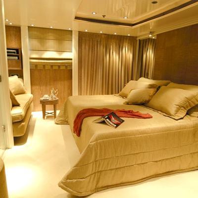 Elegant 007 Yacht Guest Stateroom