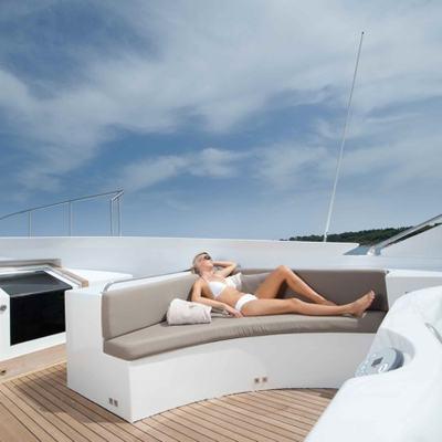 Palm B Yacht Jacuzzi & Seating
