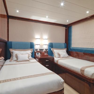 Kadimo's Yacht Twin Stateroom