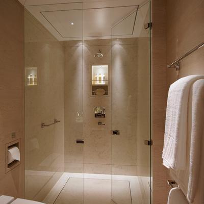 Twizzle Yacht Twin Shower Room