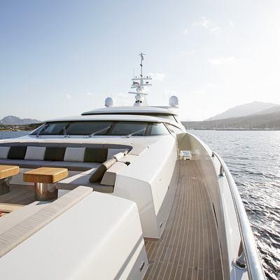 Namaste 8 Yacht Foredeck Seating