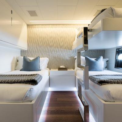 Beachouse Yacht Triple Cabin