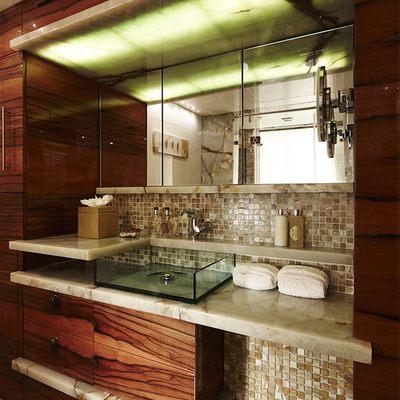 E & E Yacht Bathroom