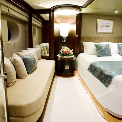 De Lisle III Yacht VIP Stateroom - Pullman