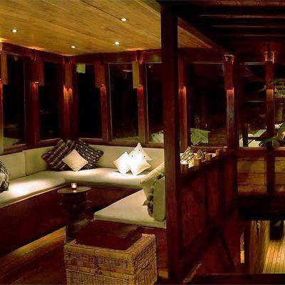 Silolona Yacht Salon/Dining