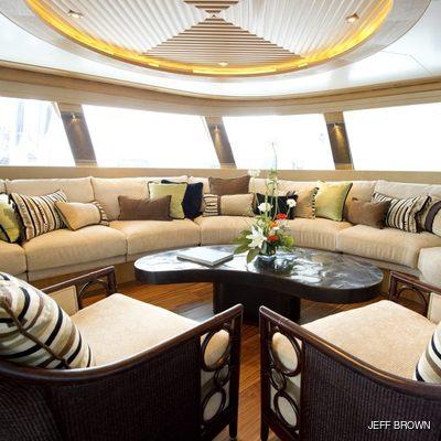 Hemisphere Yacht Salon - Circular Seating