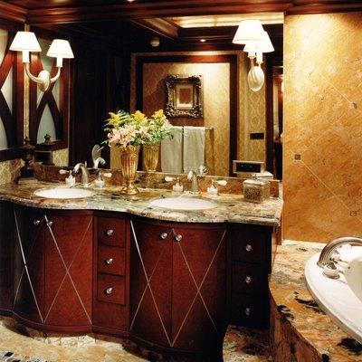 Lagniappe Yacht Bathroom