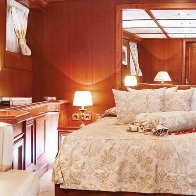 Seagull II Yacht VIP Stateroom Seating
