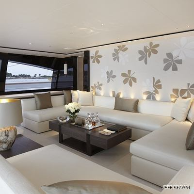 Twizzle Yacht Main Salon - Seating