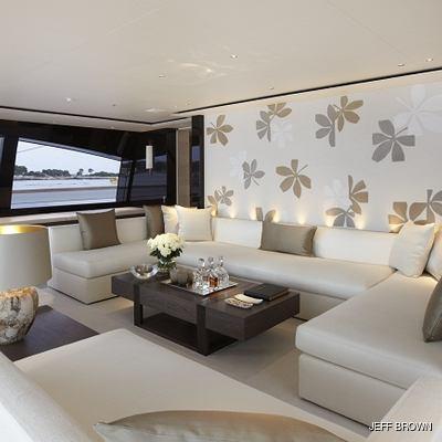 Twizzle Yacht Main Salon - Seating