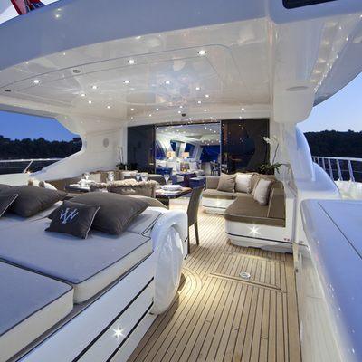Veni Vidi Vici Yacht Deck - Night