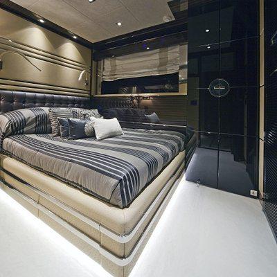 Manifiq Yacht Stateroom
