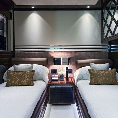 Seven S Yacht Twin Stateroom