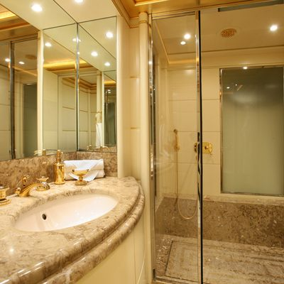 Platinum Yacht Guest Bathroom