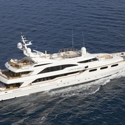 Lumiere Yacht Exterior