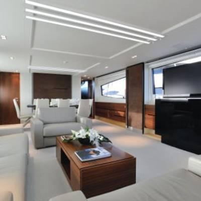 Quasar Yacht