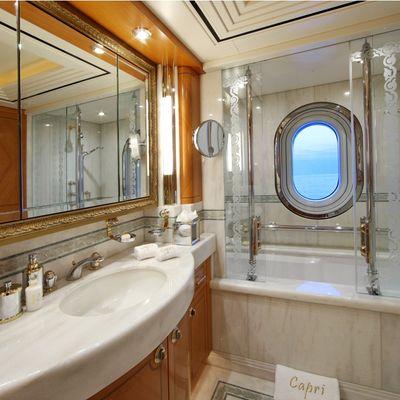 Capri I Yacht Guest Twin Bathroom