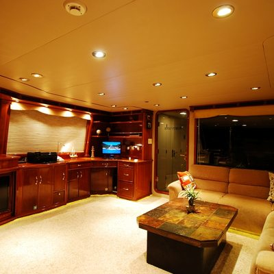 Forty Love Yacht Skylounge