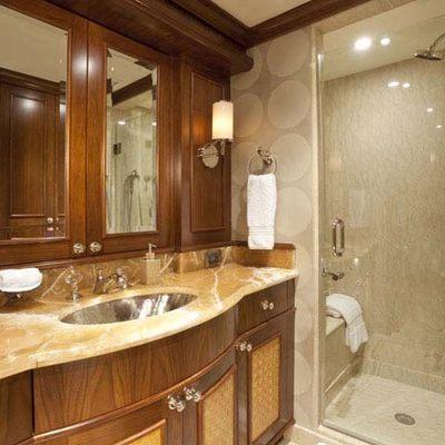 Wheels Yacht Twin Bathroom