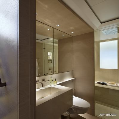 Twizzle Yacht Private Bathroom