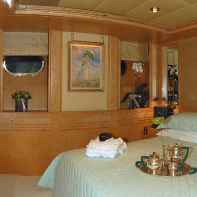Bella Stella Yacht Green Guest Staetroom