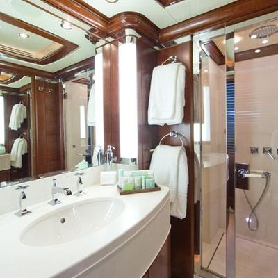 Latitude Yacht Guest Bathroom