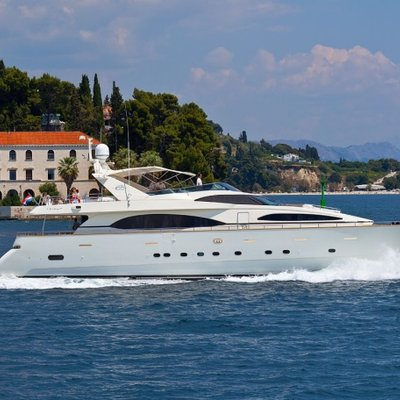 Happy Spirit Yacht In romantical drive