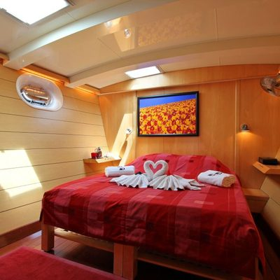 Douce France Yacht Guest Cabin
