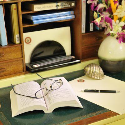 Calisto Yacht Desk Details