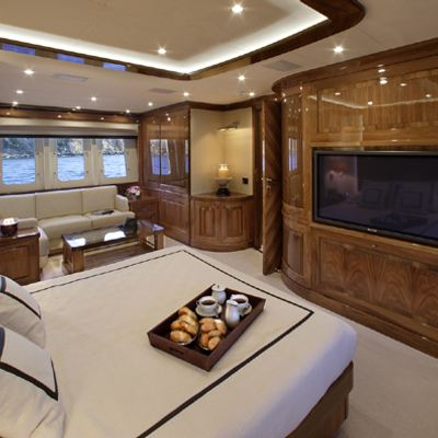 Dragon Yacht Master Stateroom - Screen