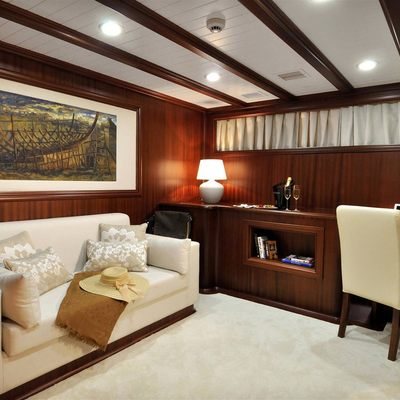 Aria I Yacht Master Cabin - Seating Area