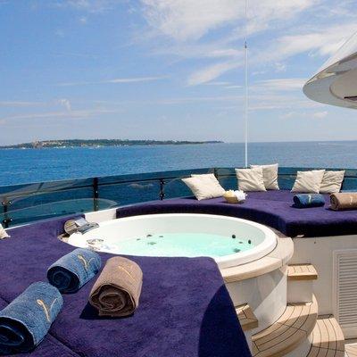 Lou Spirit Yacht Jacuzzi