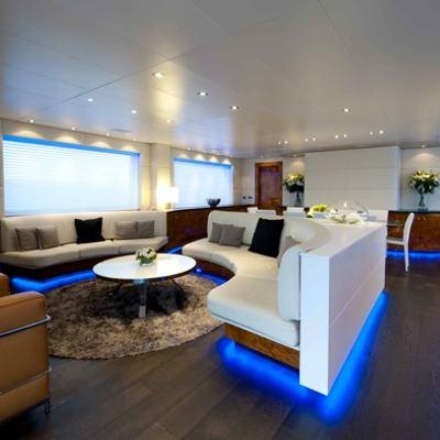 Palm B Yacht Lounge