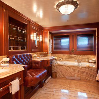 Tiara Yacht Master bathroom