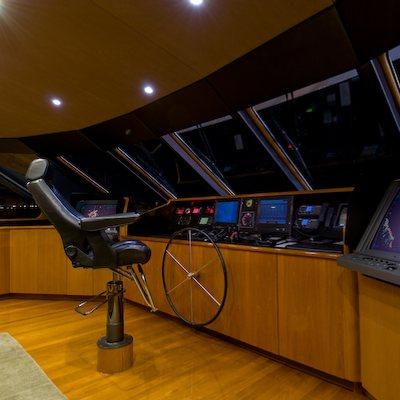 Sea Falcon II Yacht Bridge