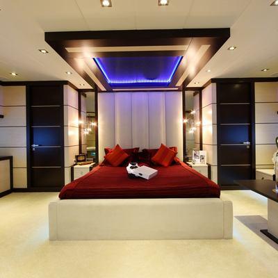 Perla del Mare Yacht Red Stateroom