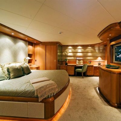 Solaia Yacht Master Stateroom - Side