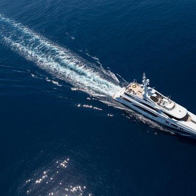 Ocean Paradise Yacht Running Shot