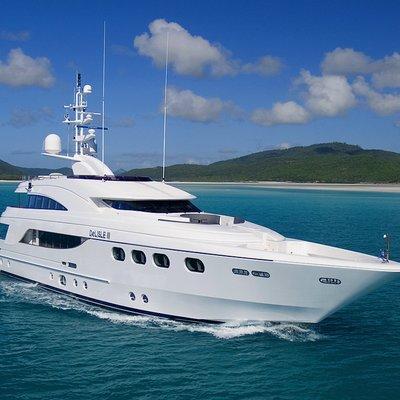 De Lisle III Yacht Running Shot