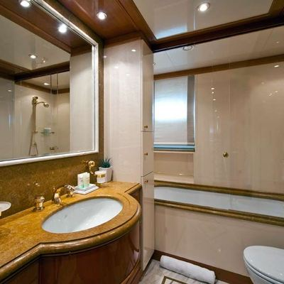 Olmida Yacht Private Bathroom