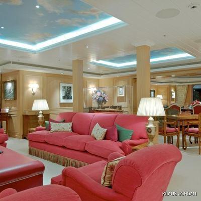 Huntress Yacht Salon & Dining