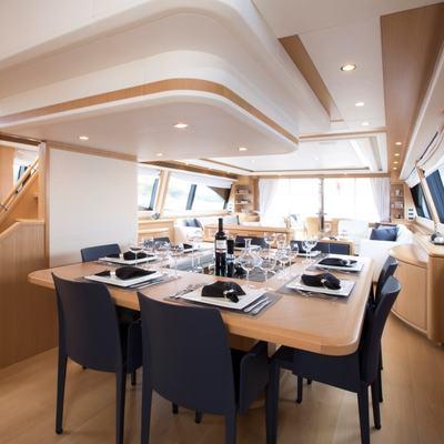 Porthos Sans Abri Yacht
