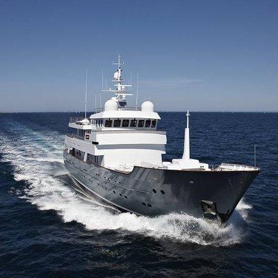 Axantha II Yacht Running Shot - Front View