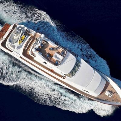 Idylle Yacht Running Shot - Overhead