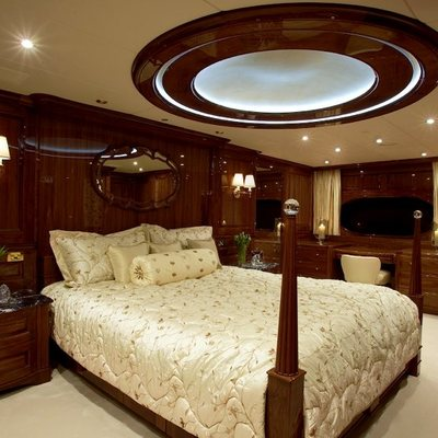 Top Five Yacht Master Stateroom - Bed